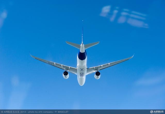 A350_XWB_air_to_air_first_flight_4