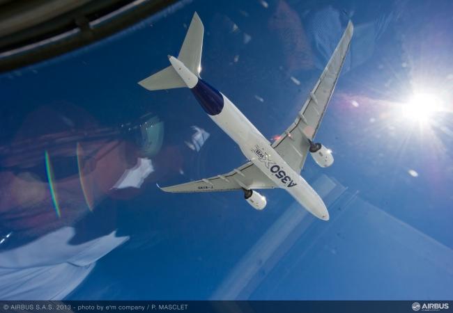 Il primo Airbus A350WXB durante le fasi di volo.
