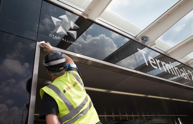 Preparativi al Terminal 2 prima della cerimonia di inaugurazione Fonte Star Alliance - Foto di Ted Fahn