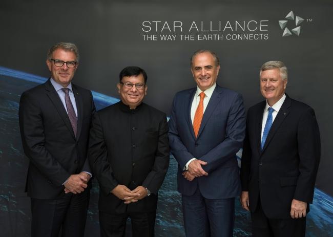 Lufthansa CEO Carsten Spohr, Air India CMD Rohit Nandan, Air Canada CEO Calin Rovinscu e Star Alliance CEO Mark Schwab