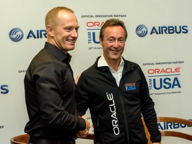 Fabrice Brégier, Presidente e CEO di Airbus, e Jimmy Spithill, skipper di ORACLE TEAM USA