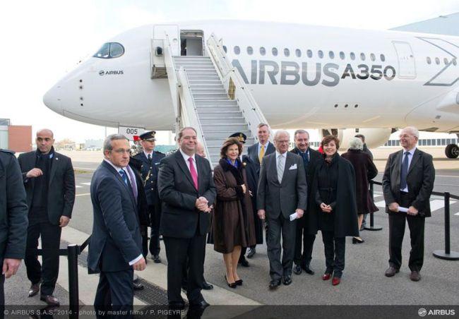 Il Re e la Regina di Svezia visitano la sede Airbus durante una visita di Stato in Francia