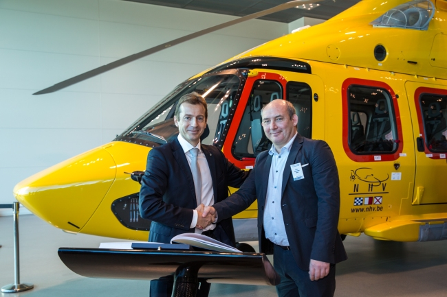 A sinistra: Guillaume Faury, President & CEO Airbus Helicopters. A destra: Eric Van Hal, CEO of NHV (© Lorette Fabre - 2014)