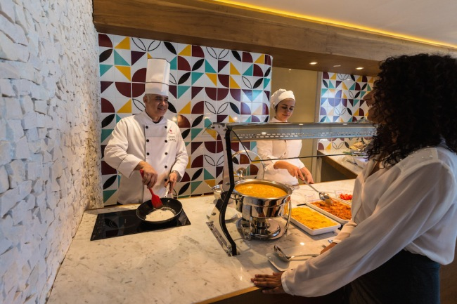 "The ""chef service"" at the Star Alliance lounge in Rio allows customers to order a selection of fresh made meals."
